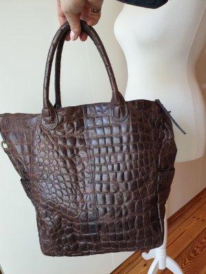 Braune Handtasche mit Krokoprägung