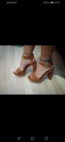 braune High heels von guess