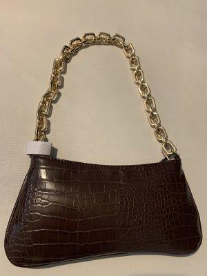 Braune Kunstledertasche mit goldener Kette