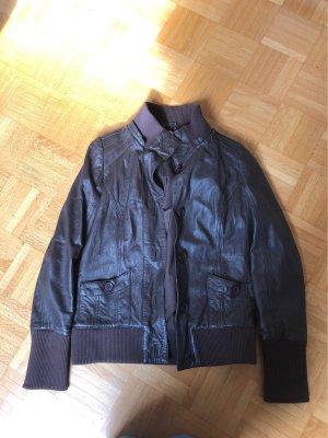 Review Veste en cuir brun foncé