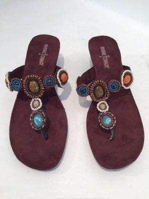 Braune Minnetonka Sandalen mit Perlen
