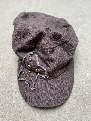 Braune Mütze mit Stern
