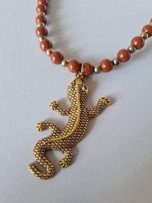 braune Perlenkette mit Eidechsenanhänger vintage