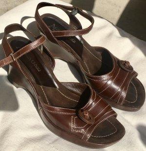 Braune Plateau-Sandalen aus Leder von Accatino