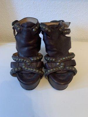 Sandały klinowe na obcasie brązowy