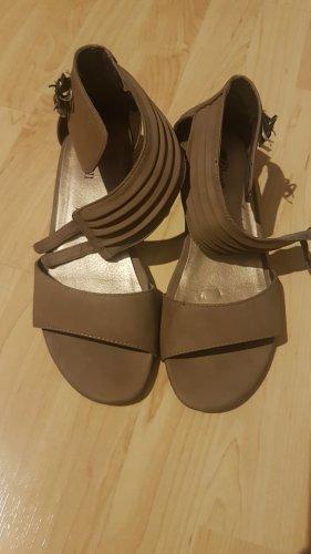 braune Sandaletten
