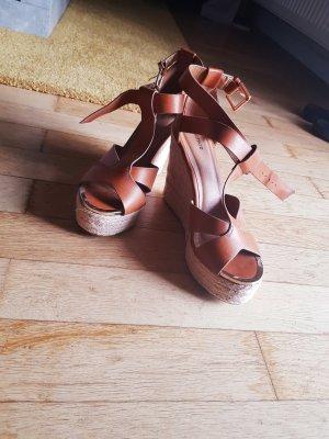 Braune Sandaletten mit Blockabsatz