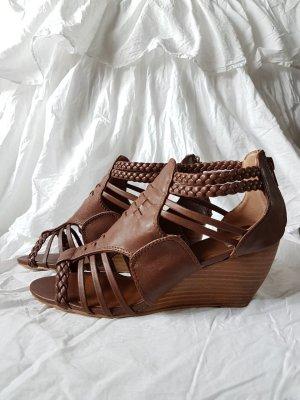 braune Sandaletten mit Keilabsatz