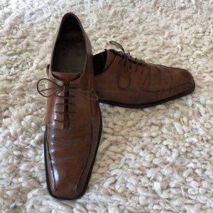 Derby cognac-coloured leather
