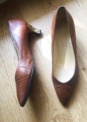 Braune spitze Schuhe Vintage mit goldfarbenen Details