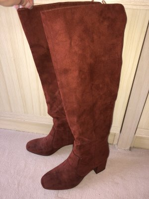 Braune Stiefel mit Blockabsatz