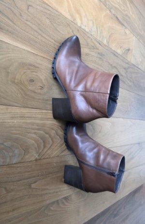 Braune Stiefeletten von Vero Cuoio