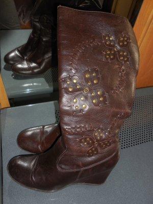 braune Stiefeln in Größe 39 mit Plateau hinten günstig abzugeben