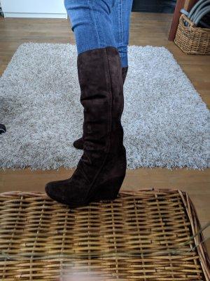 Braune Vic Stiefel aus Wildleder