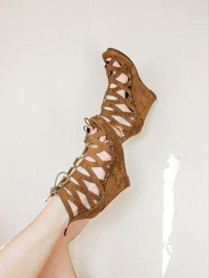 Braune Wedges Sandaletten im Boho Style