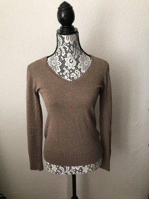 Brauner Basic-Pullover