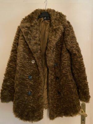 Brauner flauschiger Mantel