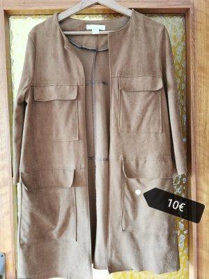 Brauner kurzer Mantel