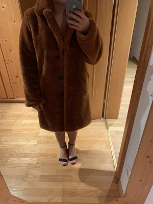 Brauner, kuscheliger mantel