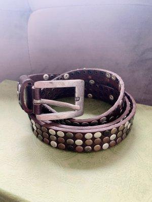 Cinturón de pinchos marrón oscuro