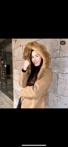 Brauner Mantel mit Fake Fell