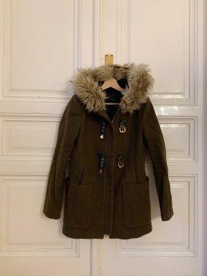 Brauner Mantel mit Kunstpelz
