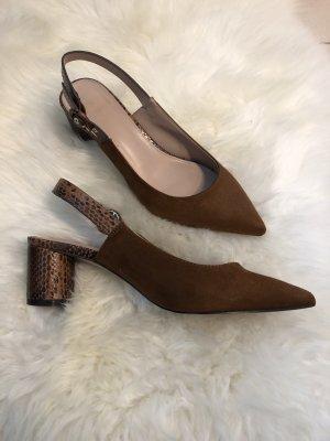 Brauner Schuh mit Schlangen Optik