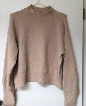 Brauner weicher Pullover