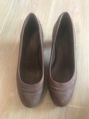 Brauner Wildleder Schuh