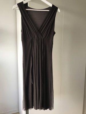 Braunes Kleid mit schönem Ausschnitt