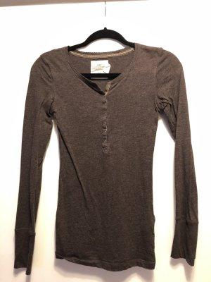 Braunes Langarmshirt