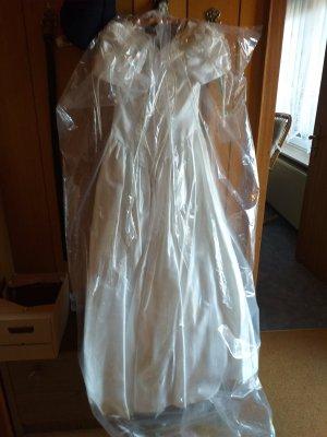-8- Venice Wedding Dress white