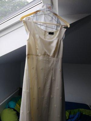 Vera Mont Wedding Dress cream