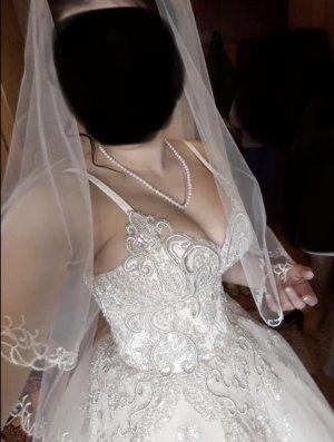 Suknia ślubna w kolorze białej wełny-różany