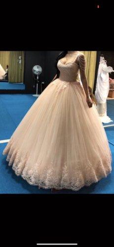 Abito da sposa rosa pallido