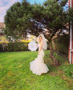Robe de mariée beige clair-crème