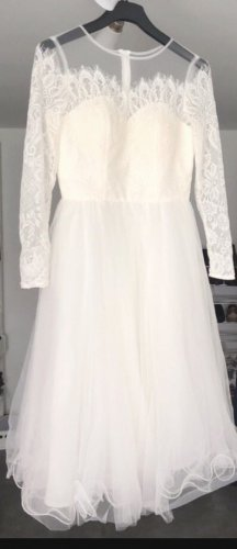 Chi Chi London Wedding Dress white-natural white
