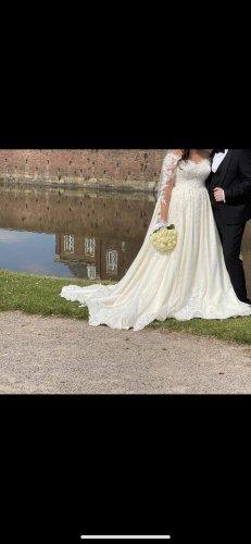 Suknia ślubna w kolorze białej wełny Szyfon