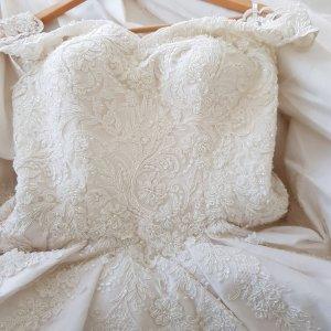 Brautkleid in wollweiß