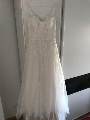 Brautkleid mit Bolero und Reifrock