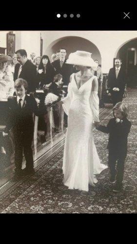 Brautkleid mit Hut