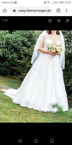 Brautkleid mit Reifrock