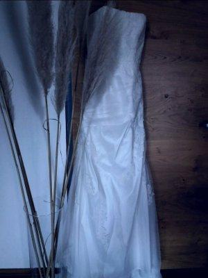 Brautkleid mit traumhaften Spitzendetails