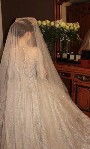 Jasmin Erbas Vestido de novia gris claro