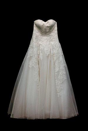 Brautkleid von Pronovias A-Linien Schnitt
