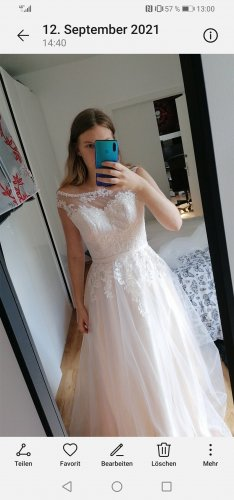 / Abito da sposa bianco-color oro rosa