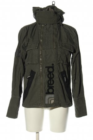 breed. Chaqueta militar caqui letras bordadas look casual