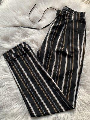 breit geschnittene Hose