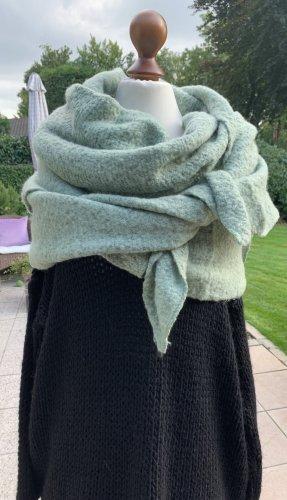 Breiter Kuscheliger großer Schal mit Wollanteil in hellgrün pastellgrün