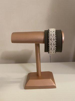 Breites Sence Copenhagen Leder Armband in Khakigrün mit weißen Stickereien NEU
